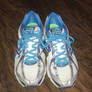 Woman's Saucony Ignition 4 Running Shoes